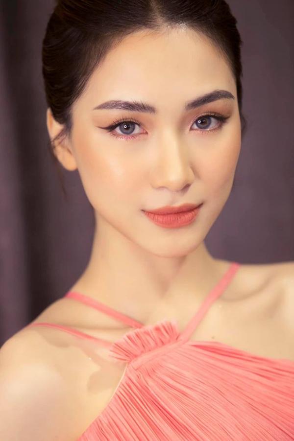 Bị réo tên liên tục giữa đám cưới Công Phượng - Viên Minh, Hòa Minzy bức xúc lên tiếng: Mệt quá rồi