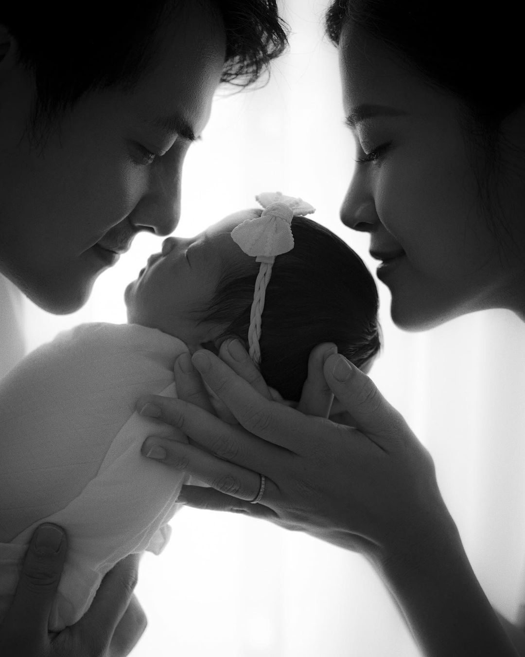 Đông Nhi tung bộ ảnh khoe nhan sắc đỉnh của chóp sau 1 tháng sinh con gái