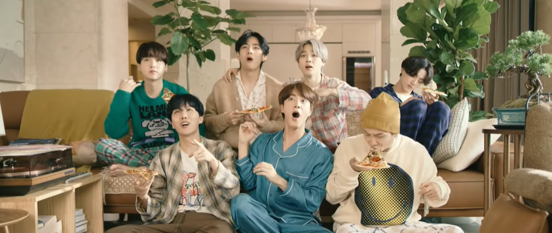 BTS tung MV Life Goes On, fan hốt hoảng vì visual quá đỉnh của V!