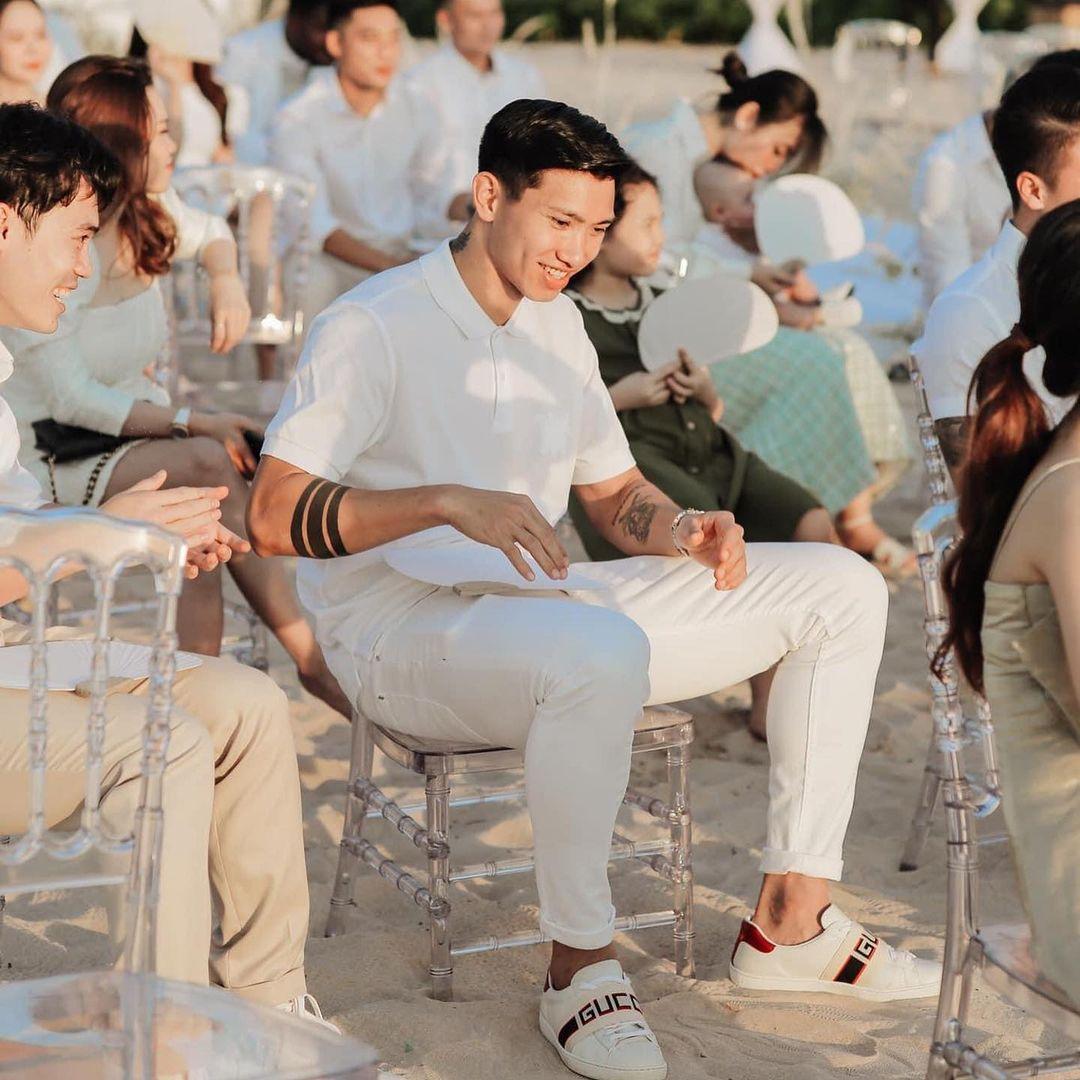 Dàn tuyển thủ đồng loạt tung loạt ảnh nét căng trong đám cưới Công Phượng ở Phú Quốc