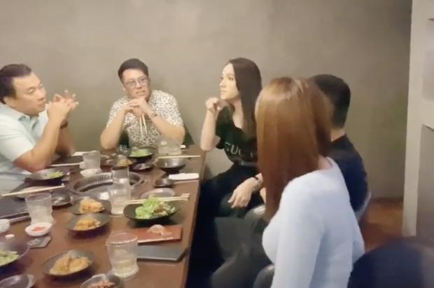 Matt Liu kề cạnh, chăm chú nhìn Hương Giang khi đi ăn cùng hội bạn Ngọc Trinh