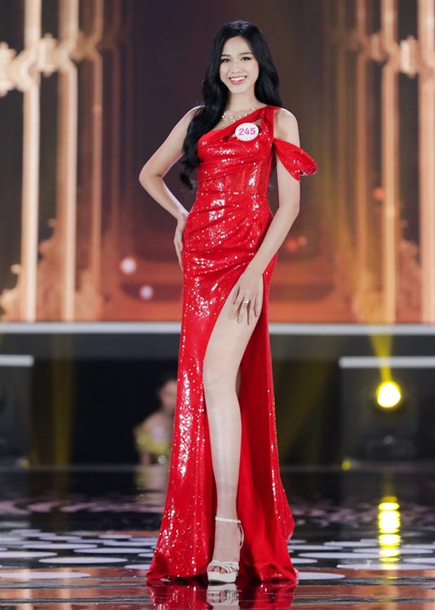Trang Trần nhận xét tân Hoa hậu Đỗ Thị Hà có vòng eo bánh mì giống mình
