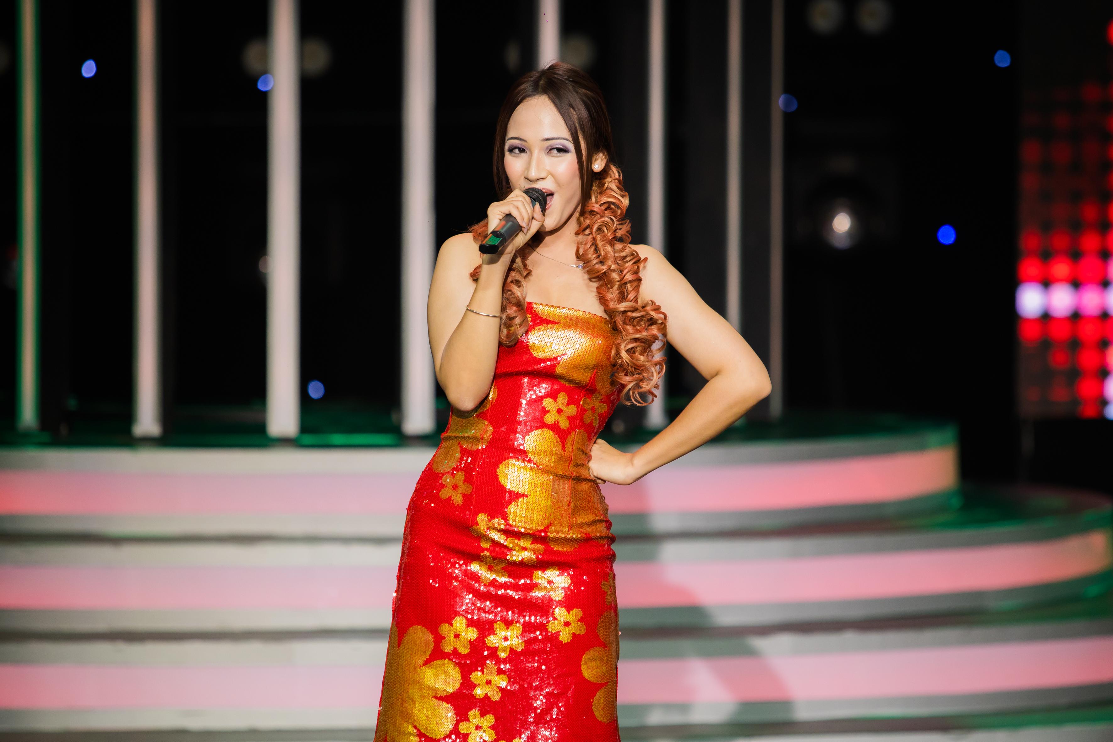 """Lynk Lee hóa Quang Linh, Cara """"vào vai"""" Cẩm Ly ở tập mở màn Gương Mặt Thân Quen"""