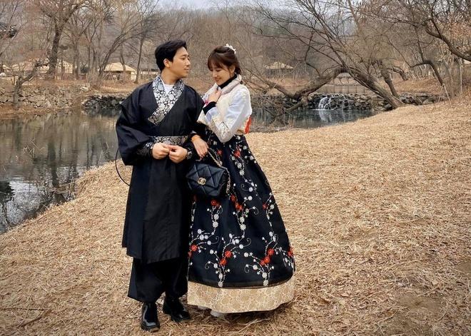 Bị chọc gheo là sợ vợ, Trấn Thành tuyên bố: Anh không sợ vợ, anh chỉ sợ mất vợ.
