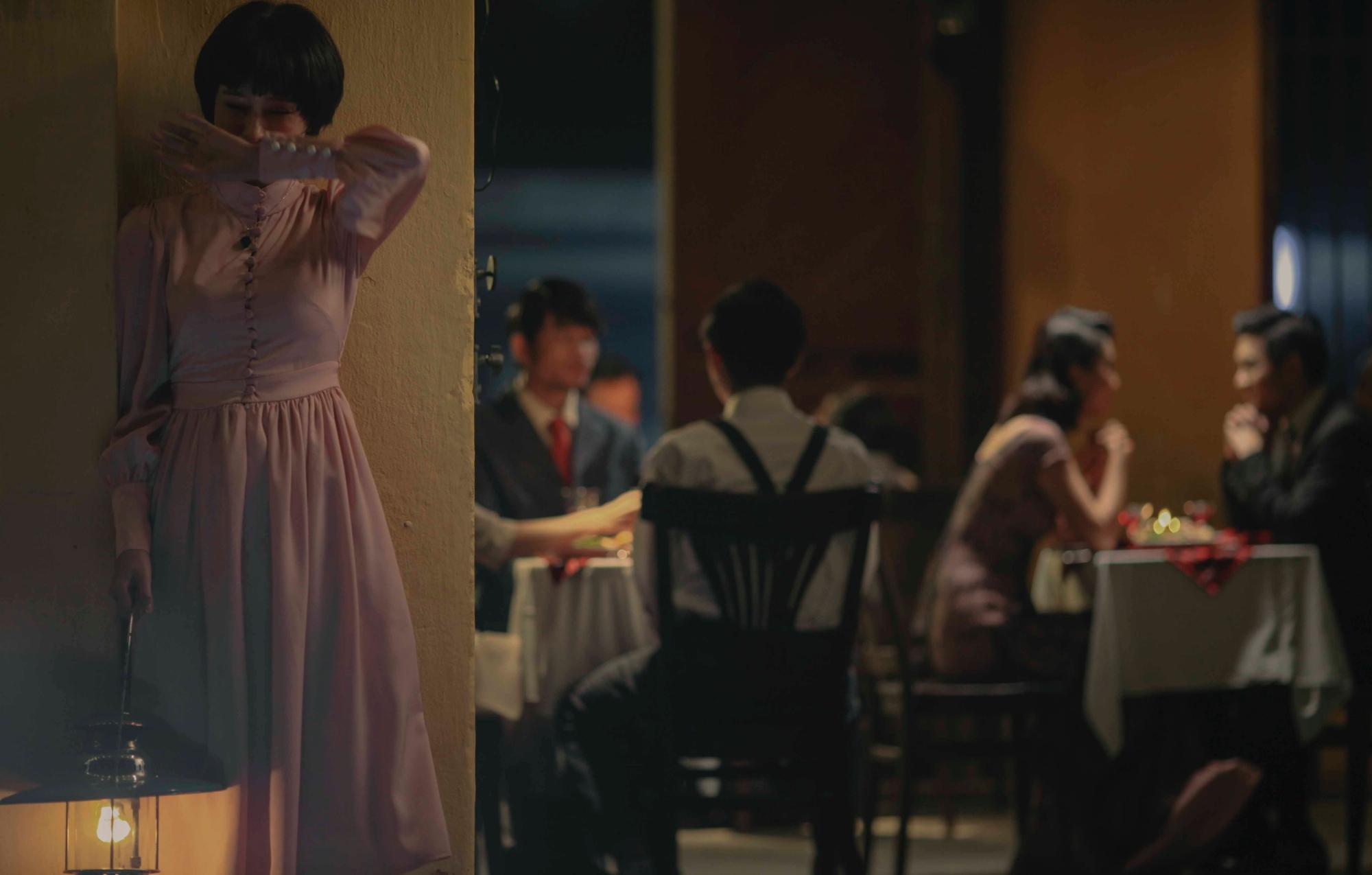 MV hoành tráng nhất của Hiền Hồ: Tái hiện Đà Lạt xưa choáng ngợp, nổi da gà trước kỹ xảo như thật