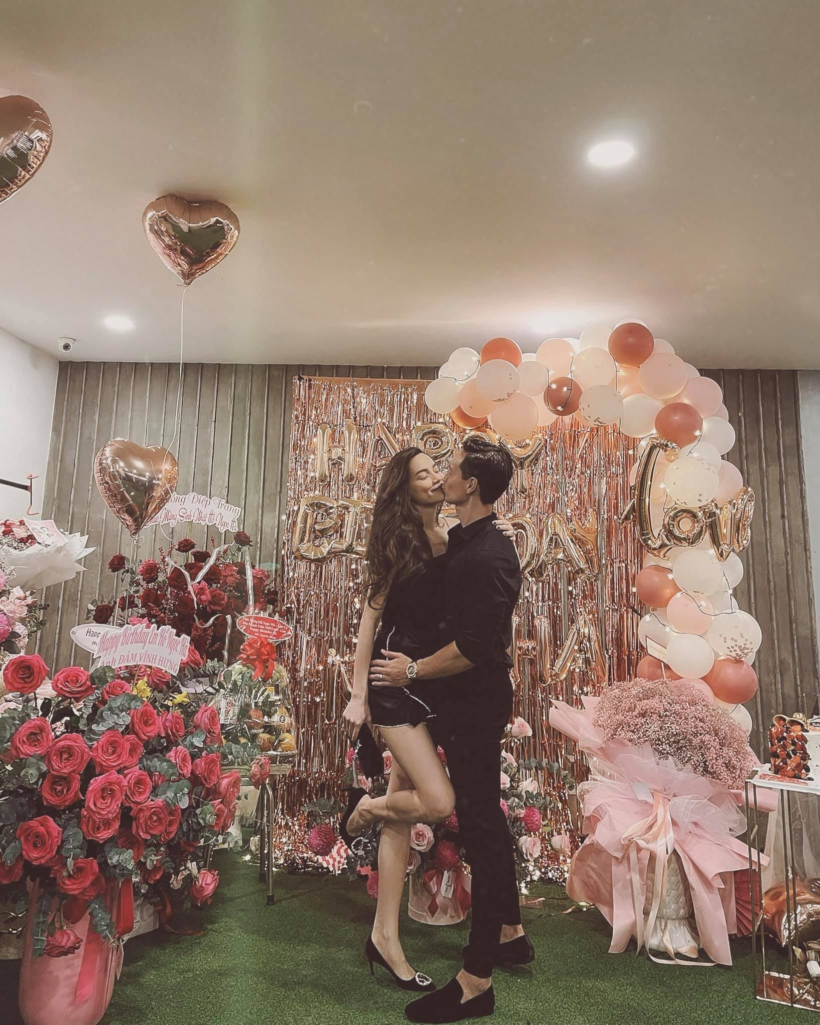 Hồ Ngọc Hà lên đồ lộng lẫy hẹn hò Kim Lý ngày sinh nhật, khoe nhan sắc mẹ bỉm sữa đỉnh cao