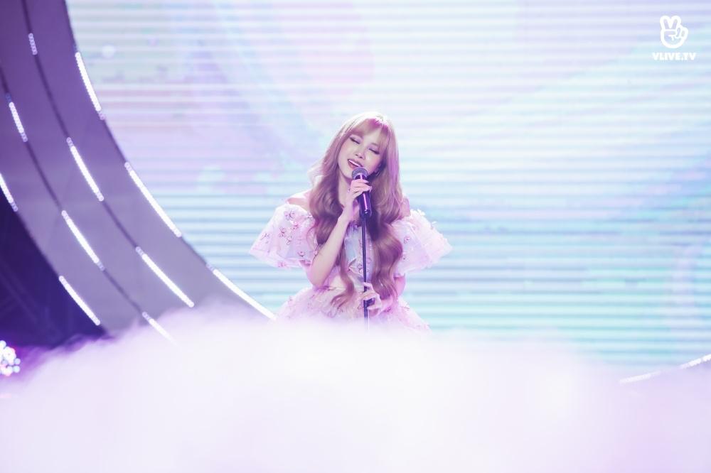 Các vì tinh tú toả sáng rực rỡ trên sân khấu V Heartbeat tháng 11