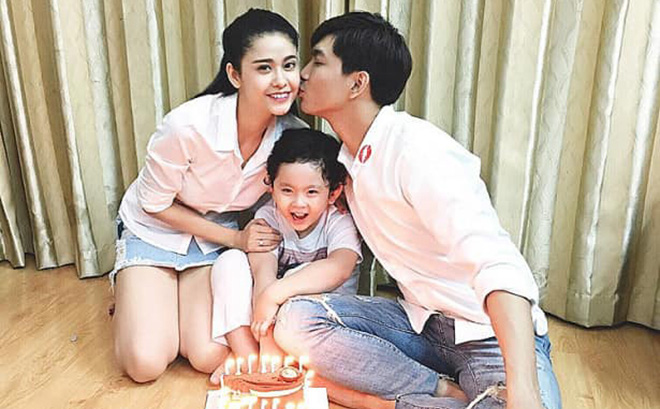 Tim - Trương Quỳnh Anh hội ngộ cùng con trai đón Giáng sinh
