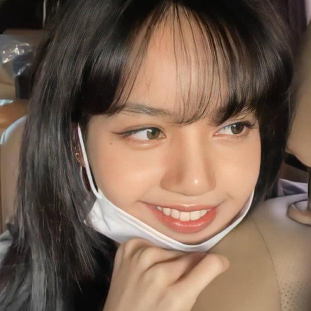 Lisa (BLACKPINK) hiếm hoi chịu vén tóc mái 10 tỷ won, còn zoom cận mặt khoe visual xuất sắc