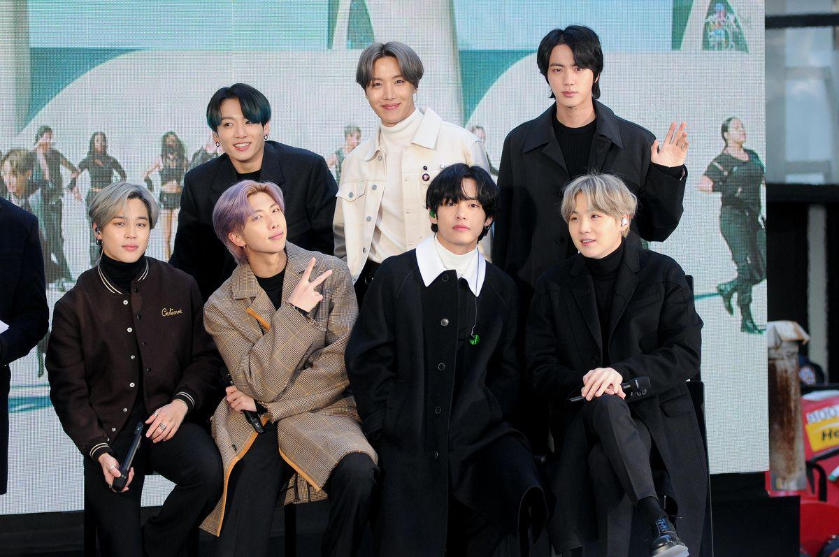 ARMY phẫn nộ vì MAMA 2020 bỏ quên Jin khỏi ảnh BTS dù đang vinh danh nhóm