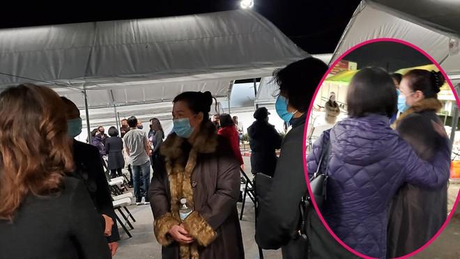 Bà xã nghệ sĩ Chí Tài tiều tụy, dự thánh lễ cầu nguyện cho chồng ở Mỹ
