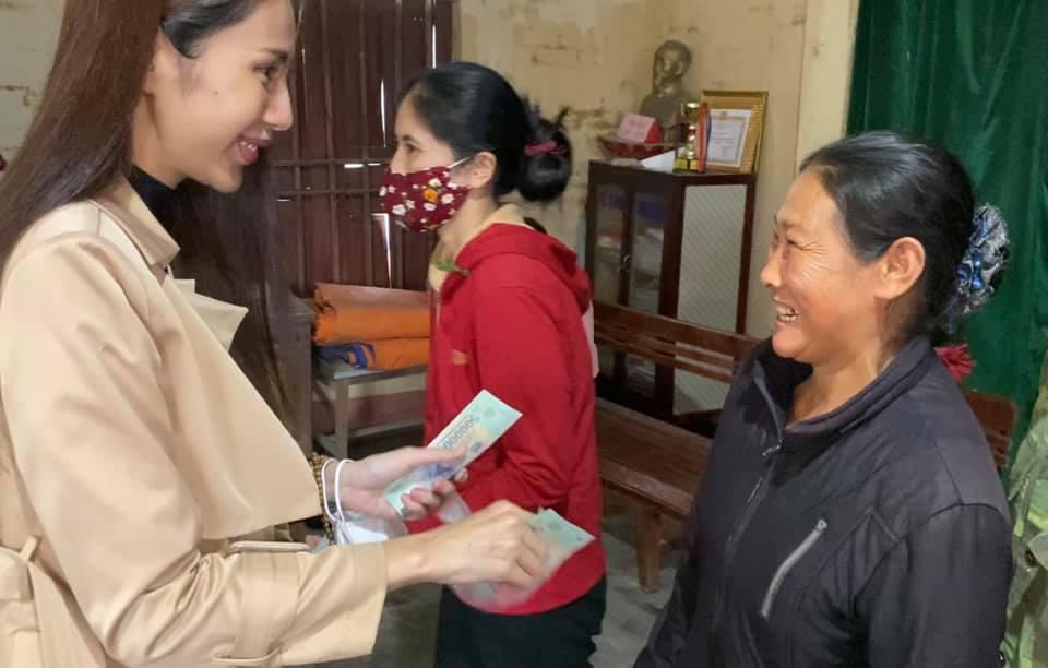 Thủy Tiên thực hiện lời hứa trở lại miền Trung đợt 4, bỏ tiền túi hỗ trợ bà con hơn 1 tỷ