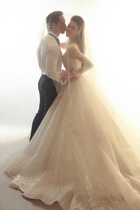 HOT: Hồ Ngọc Hà chính thức tung ảnh cưới cùng Kim Lý sau khi sinh con