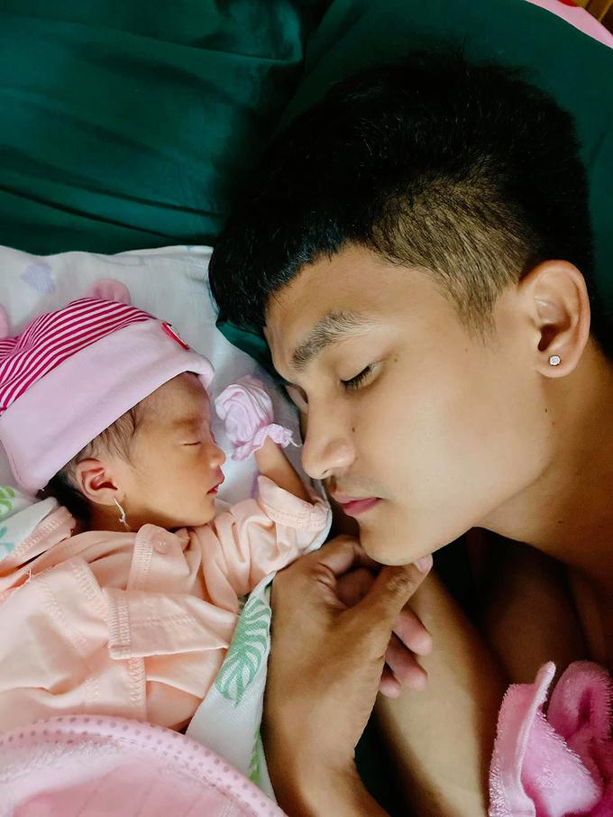Từng bị cấm cản lúc yêu, bà xã Mạc Văn Khoa nay được mẹ chồng cưng chiều hết mực sau khi sinh con