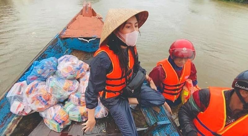 Trao hết 177 tỷ đồng tiền cứu trợ miền Trung, Thủy Tiên tiếp tục đến với bà con Quảng Trị