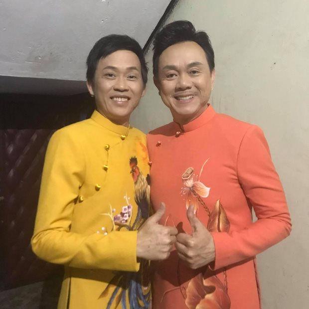 Hoài Linh nghẹn ngào trong đêm diễn vắng Chí Tài: Cảm ơn quý vị đã yêu thương anh ấy