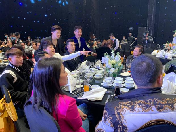 Ưng Hoàng Phúc, Chi Dân và dàn sao đến dự đám cưới Tiến Dũng - Khánh Linh ở Hà Nội