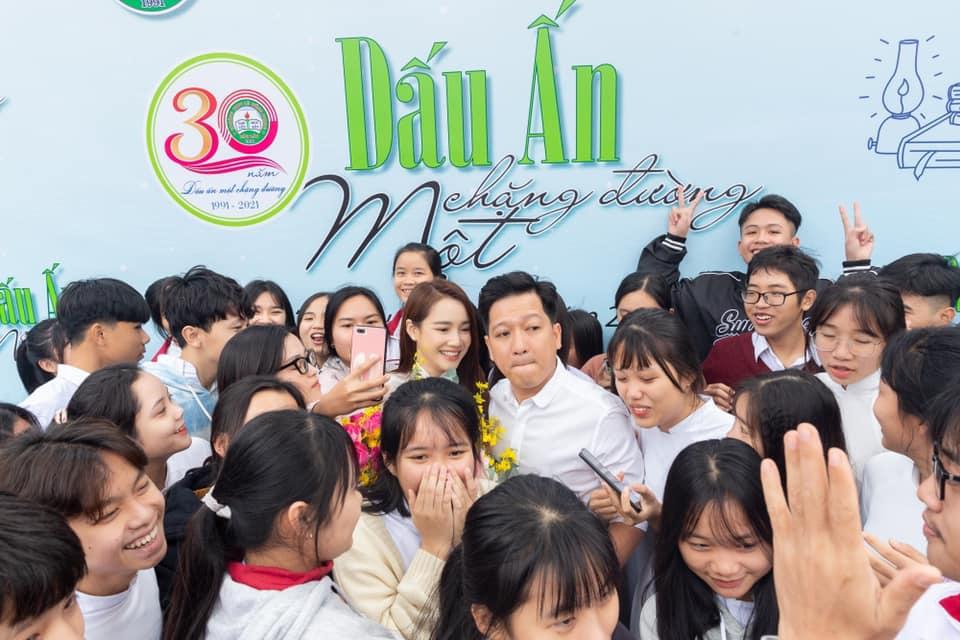 Bố Nhã Phương đăng ảnh thân thiết bên Trường Giang, chứng minh mối quan hệ tốt đẹp