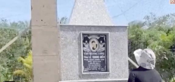 Bố mẹ ruột lặng lẽ bên mộ phần của Vân Quang Long, lên tiếng nói rõ chuyện không nhận cháu