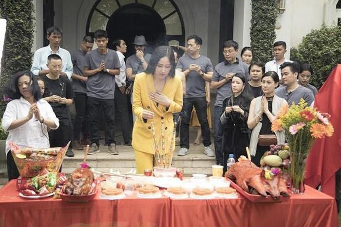 Muôn kiểu thời trang khó hiểu khi đi lễ chùa và các nơi linh thiêng của sao nữ Việt
