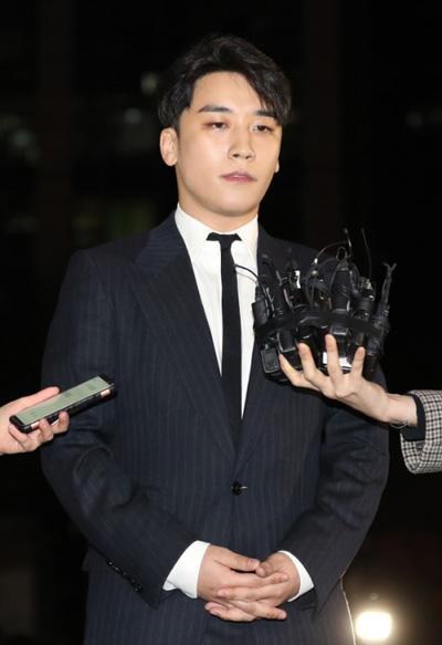 Seungri tiếp tục bị tố cáo hành hung nhân viên JYP, thậm chí còn kéo cả giang hồ đến xử lý chỉ vì một từ này