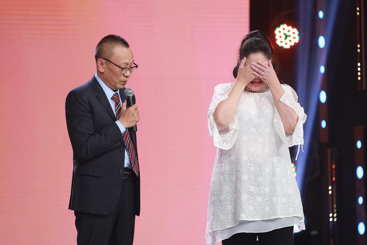 NSND Hồng Vân bật khóc vì không còn cơ hội gặp lại những nghệ sĩ đã ra đi