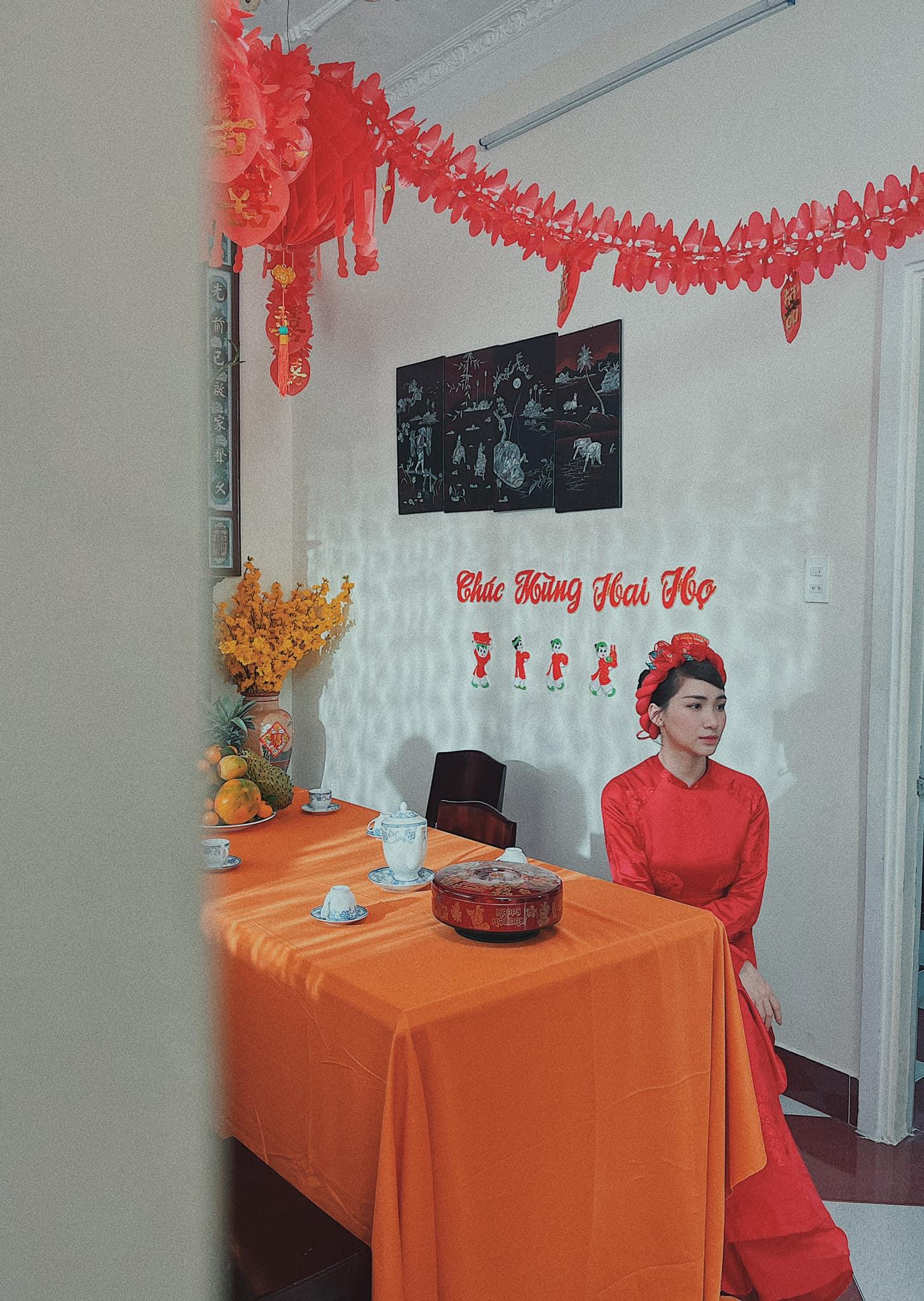 Xôn xao hình ảnh Hòa Minzy mặc áo dài đỏ trong đám cưới: Ngày lên xe hoa với bạn trai đã cận kề?
