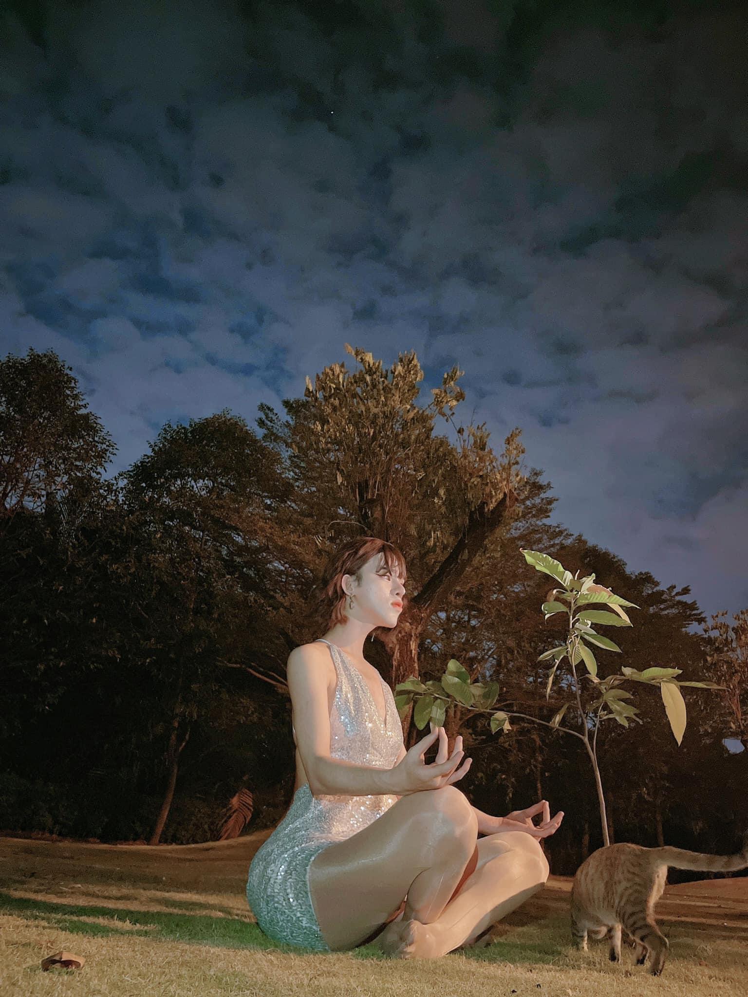 Trần Đức Bo náo loạn MXH lúc nửa đêm với bộ ảnh theo phong cách tiên nữ leo cây