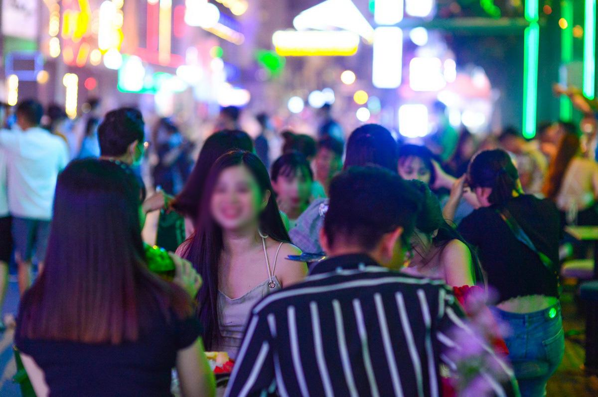 TP.HCM dừng quán nhậu, karaoke, bar, vũ trường, rạp phim từ 12h trưa mai 9-2