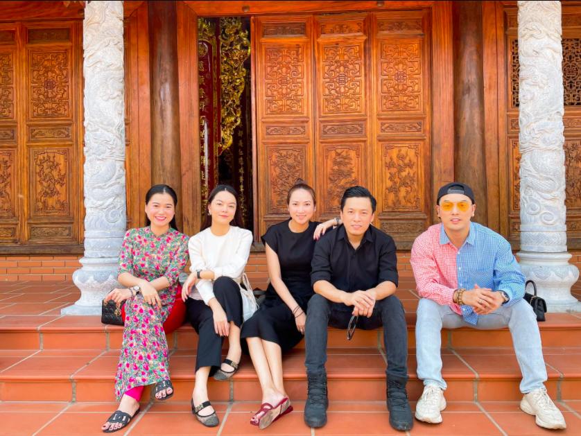 Dàn sao Việt tụ họp tại nhà thờ Tổ viếng cố NS Chí Tài vào ngày đầu năm mới