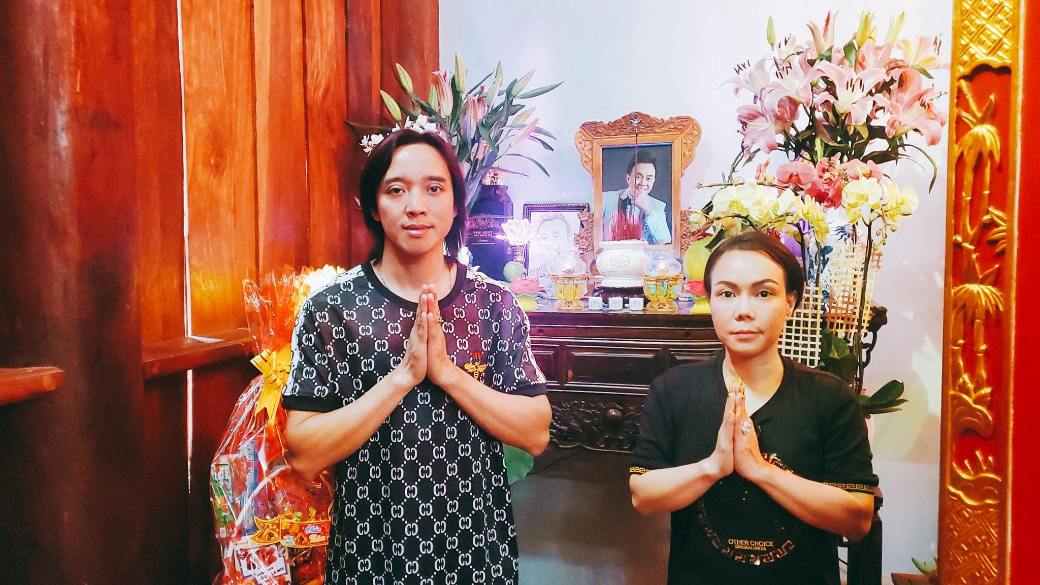 Vợ chồng Việt Hương đến thắp hương cho nghệ sĩ Chí Tài ở nhà thờ Tổ, nhắn nhủ đầy xúc động