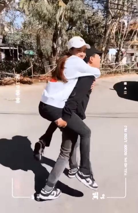 Ngày vía Thần tài, Nhã Phương tung clip ngọt lụi tim bên Trường Giang
