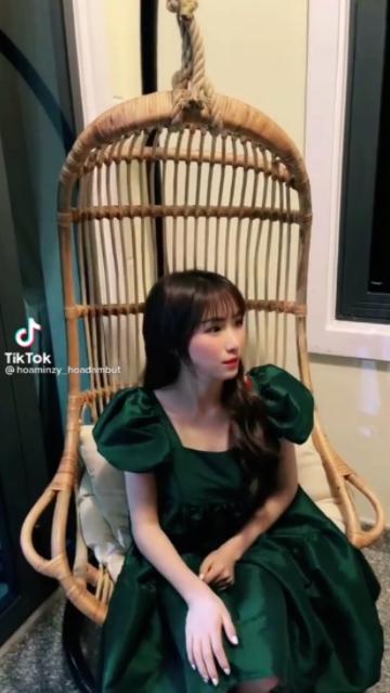 Diện váy thùng thình bị netizen nghi vấn mang bầu lần 2, Hoà Minzy liền có phản ứng lầy lội tự cà khịa chính mình