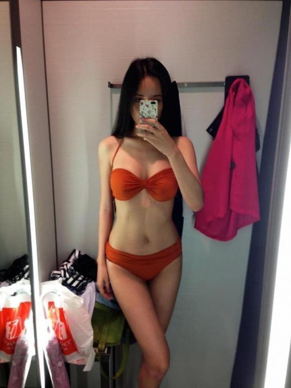 """Hoa hậu Mai Phương Thúy """"ăn mày quá khứ"""" bằng ảnh bikini khoe body bốc lửa"""