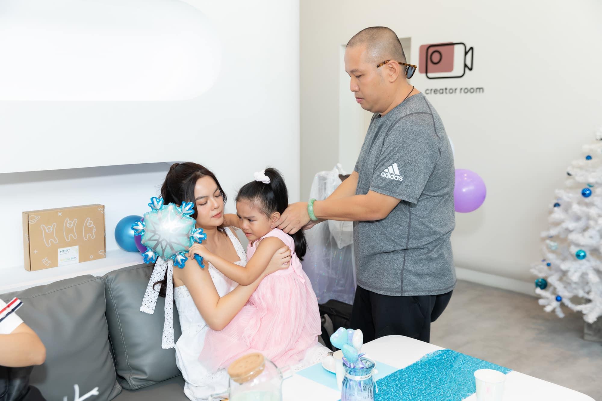 Phạm Quỳnh Anh hội ngộ chồng cũ Quang Huy mừng sinh nhật con gái út