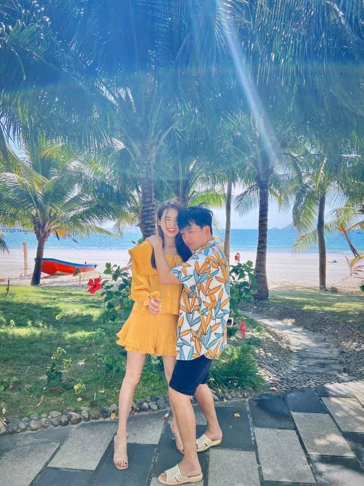 Nhã Phương khoe loạt ảnh ngọt lịm bên Trường Giang khi đi nghỉ mát nhưng gây lo ngại vì đôi chân gầy gò