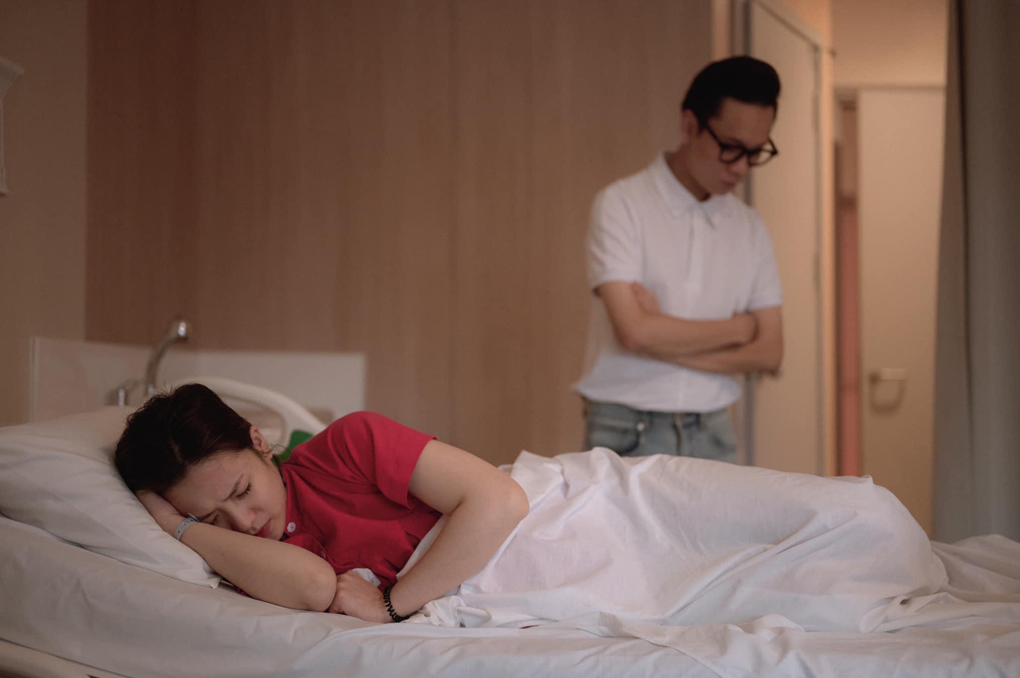 Trọn bộ ảnh hành trình vượt cạn của Trâm Anh: JustaTee ở bên vợ không rời, nhan sắc mẹ bầu quá xuất sắc