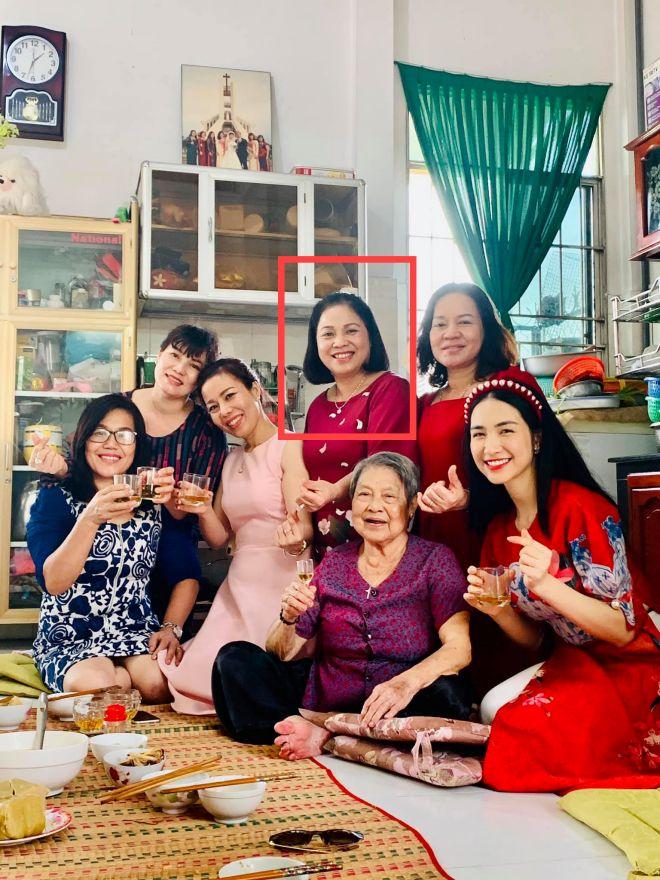 Chỉ qua chi tiết nhỏ, Hòa Minzy hé lộ mối quan hệ thật với mẹ chồng