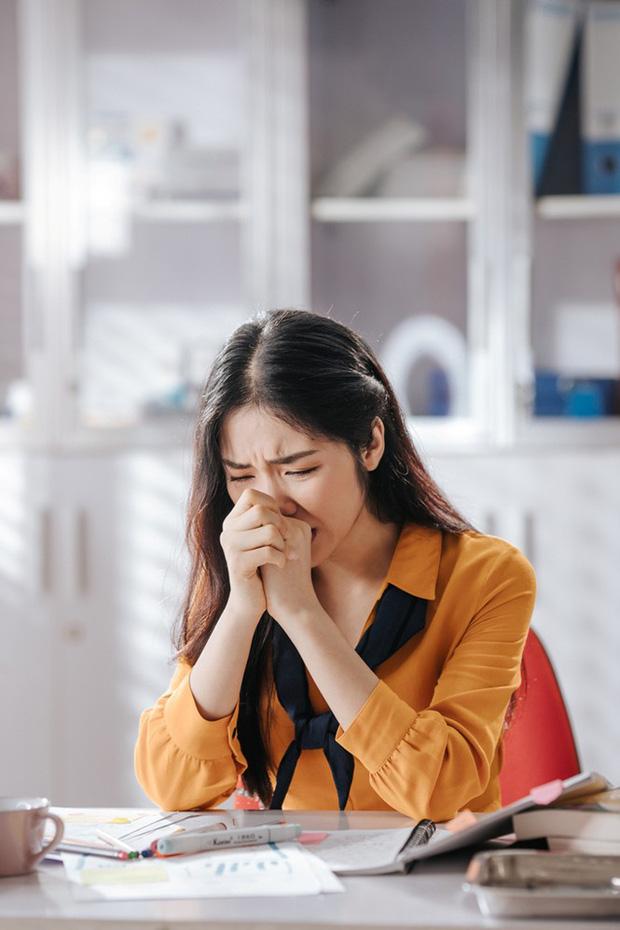 Đang hạnh phúc bên chồng con, Hòa Minzy bất ngờ đăng đàn tìm người thương, liền bị netizen nhắc nhở