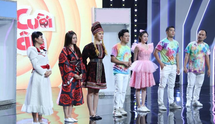 Thủy Tiên và Lan Ngọc lần đầu xuất hiện chung show sau ồn ào liếc xéo