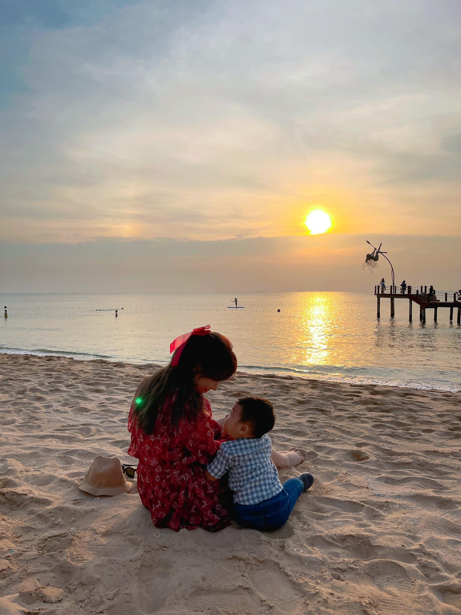 Vợ chồng Hòa Minzy trốn con đi hẹn hò cuối tuần, lên chức bố mẹ mà vẫn nhí nhảnh như ngày mới yêu
