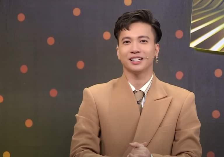 Clip: Sơn Tùng vừa vỗ đùi S.T vừa nói cười phấn khích, netizen rần rần vì tình bạn bất ngờ giữa hai nghệ sĩ