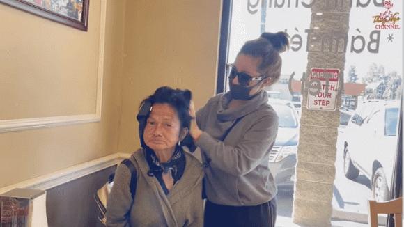 Ca sĩ Kim Ngân được Thuý Nga đưa đi làm tóc sau thời gian lang thang tại Mỹ: Kể về cuộc sống ngủ gara, xin ăn từng bữa