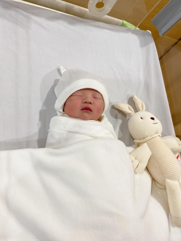 Đàm Thu Trang lần đầu hé lộ chân dung ái nữ lúc 1 ngày tuổi, lý do nghe qua ai cũng đồng cảm
