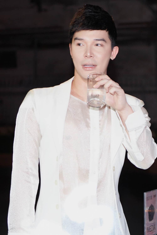 Nathan Lee bị nghi đá xéo Ngọc Trinh, quản lý nữ hoàng nội y liền đăng đàn phản bác