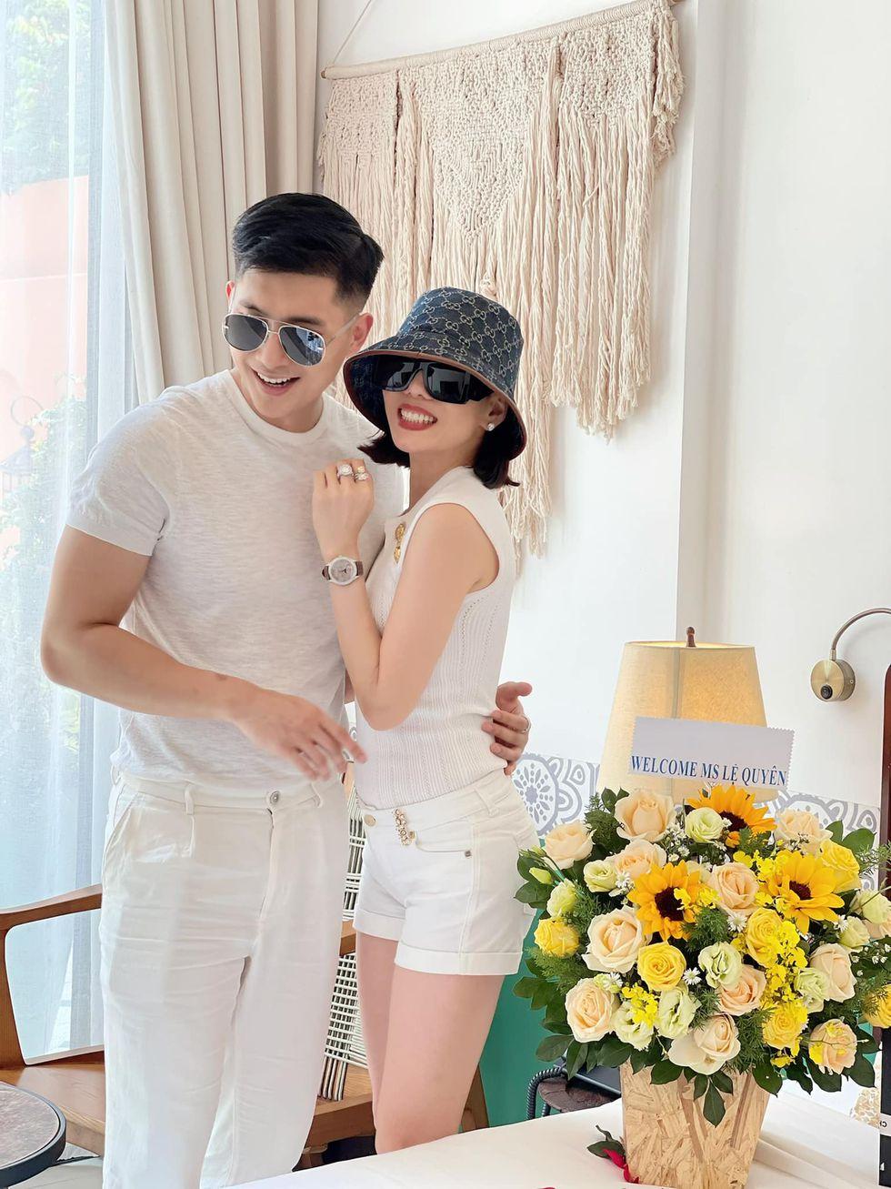 Lệ Quyên đón sinh nhật lãng mạn bên tình trẻ mà như lễ cưới, rắc cẩu lương khiến ai đọc cũng ghen tị