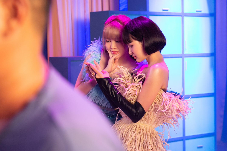 Thiều Bảo Trâm và Hiền Hồ tung teaser MV kết hợp cùng nhau, khoe visual không góc chết