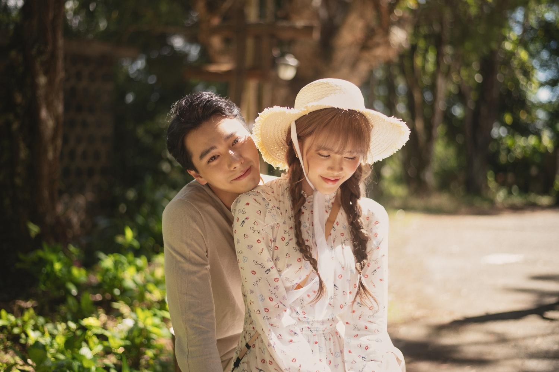 Loạt ảnh hậu trường tình tứ của Thiều Bảo Trâm và bạn diễn Hải Nam trong MV Love Rosie chưa công bố