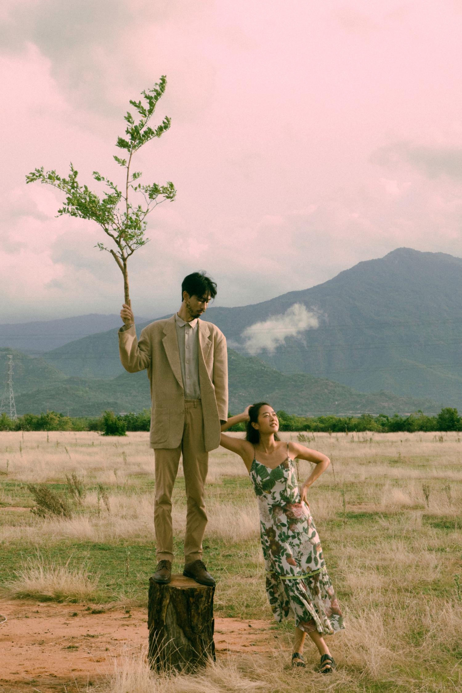 Đen Vâu vào vai một thân cây, kể dòng thời gian trưởng thành đầy cảm xúc của đời người trong MV Trốn Tìm
