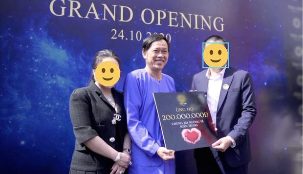 Netizen bóc NS Hoài Linh nói dối: Khẳng định ở nhà cách ly sau xạ trị, nhưng lại có ảnh phân thân đi sự kiện